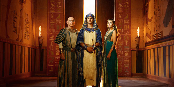 'Tut' and 'Tutankhamun': Egyptian Pharaoh and British Archaeologist Subjects of Two Miniseries