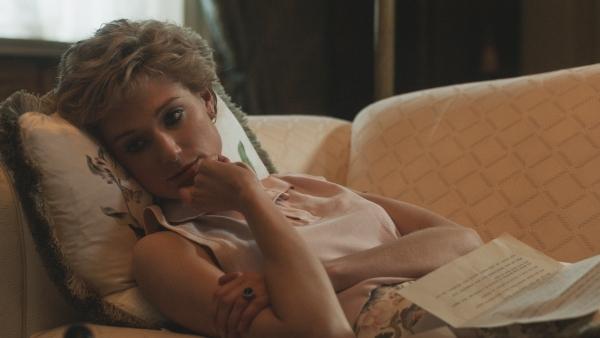 Elizabeth Debicki in The Crown S5